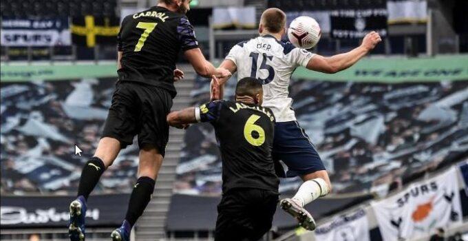 Quy định về lỗi bóng chạm tay và cách xử lý trong bóng đá